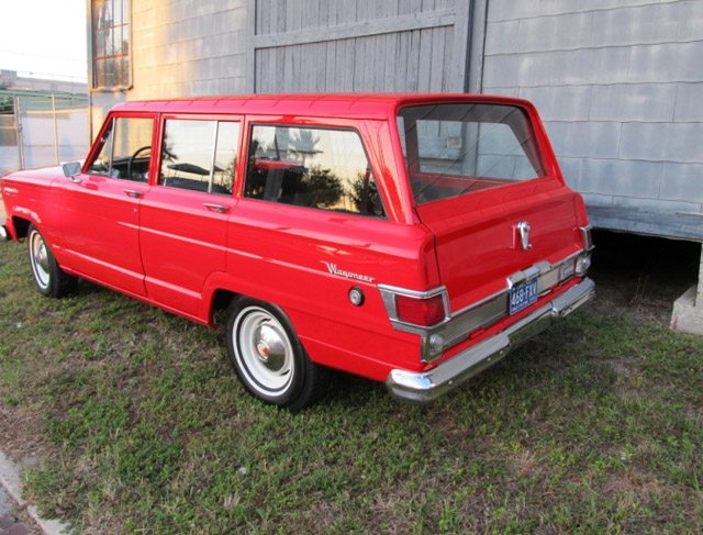 1968_jeep_wagoneer_2
