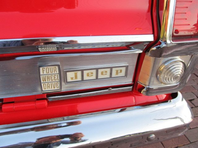 1968_jeep_wagoneer_8