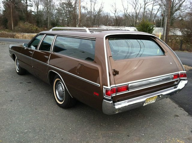 1971_Plymouth_Fury_Wagon_4