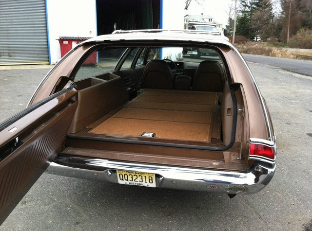 1971_Plymouth_Fury_Wagon_6