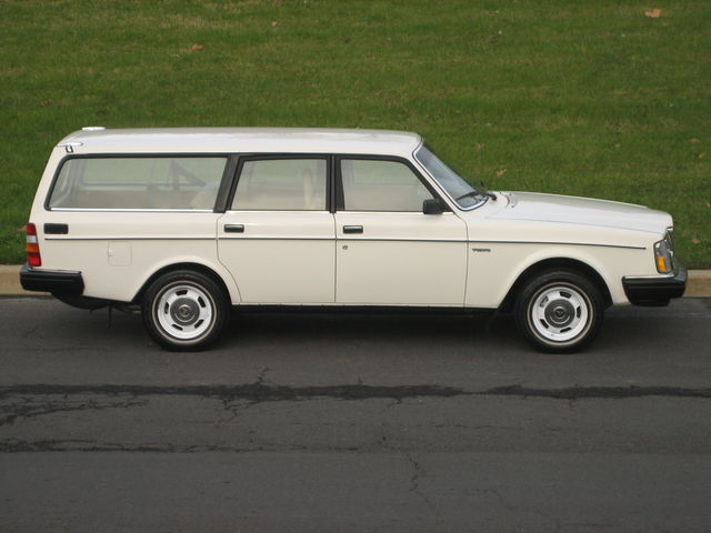 1983_volvo_240dl_wagon_1