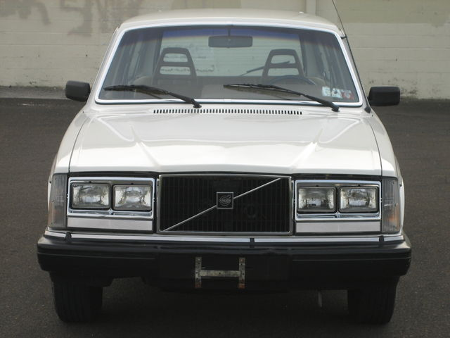 1983_volvo_240dl_wagon_4