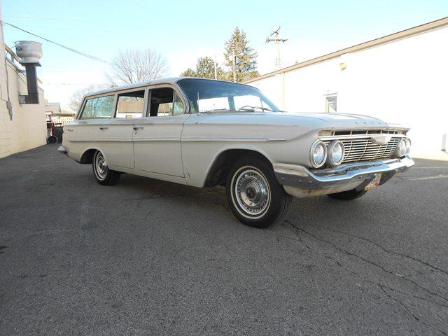 1961 Chevrolet Parkwood 2
