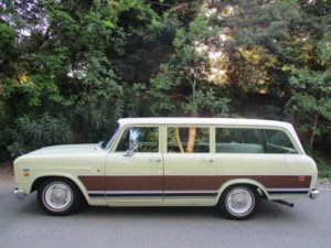 Long and Low: 1971 International Harvester Travelall